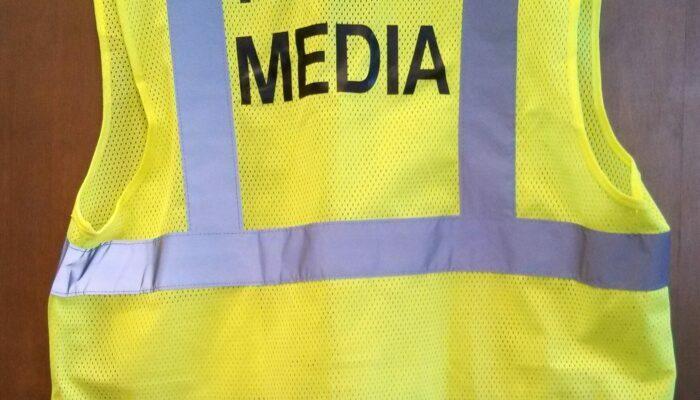 medijskim-radnicima-ponovo-obezbijedjeni-fluorescentni-prsluci